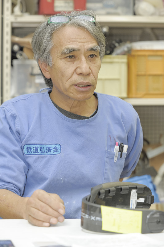 「義足の製作は職人の世界で、いろんな人に合う義足が作れるようになったのは10年経ってからですね」 撮影=佐々木龍
