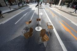 新型コロナウイルスの感染拡大の影響でいつもに比べ人通りの少ない銀座の歩行者天国=東京都中央区で2020年2月29日、喜屋武真之介撮影