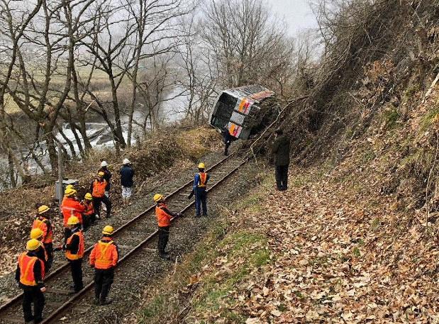 JR芸備線で列車脱線 崩れた土砂に乗り上げ けが人なし 広島・庄原 ...