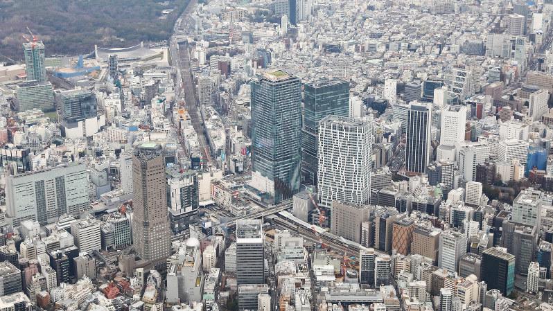 日本企業の間で「Bコープ」の認定は進むのか。写真は企業が密集する渋谷駅周辺=東京都渋谷区で2020年1月27日、本社ヘリから吉田航太撮影