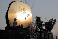 A monument for local victims of the 2011 Great East Japan Earthquake and resultant tsunamis is seen lit by the morning sun in the Suginoshita district of Kesennuma, Miyagi Prefecture, on March 11, 2020. (Mainichi/Shinnosuke Kyan)