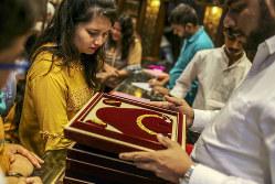 インドでは金は富裕層だけの物ではない(ムンバイ)(Bloomberg)