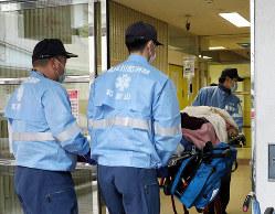 医師や入院患者に新型コロナウイルスの感染者が出たが、その後、通常診療を再開した済生会有田病院。朝から救急患者が運び込まれた=和歌山県湯浅町で2020年3月4日午前9時13分、幾島健太郎撮影