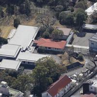 上皇ご夫妻がお住みになる高輪皇族邸=東京都港区で2020年3月11日、本社ヘリから尾籠章裕撮影