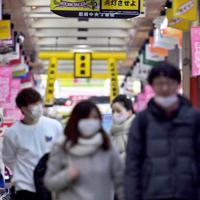 阪神タイガースの日本一早いマジック点灯で知られる商店街。開幕の延期で点灯式は未定=兵庫県尼崎市で2020年3月9日午後5時34分、平川義之撮影