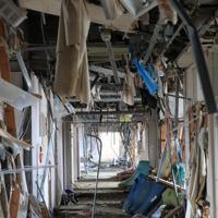 津波で破壊された志津川病院の内部=宮城県南三陸町で2011年3月23日午後0時44分、梅村直承撮影