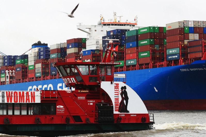 中国の輸入の落ち込みは小さく、2月まで各国の輸出は意外に安定していたが……(Bloomberg)