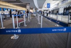 閑散とした米国サンフランシスコの空港(Bloomberg)