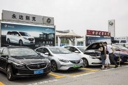 中国の新車販売台数は激減(Bloomberg)