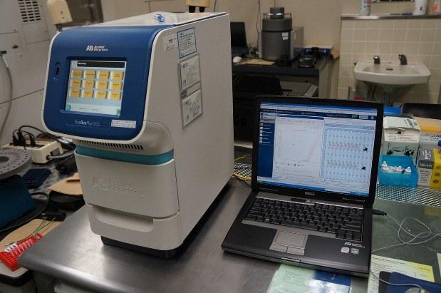 新型コロナウイルスの検査に使われる機器=岐阜県提供