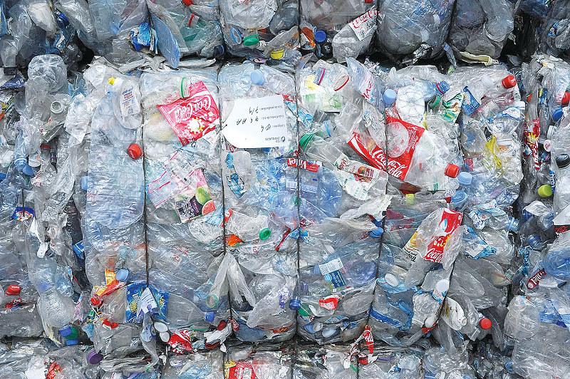 リサイクル率100%達成はいまだ遠い…… (Bloombeg)