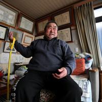 自宅でトレーニングをする大井利江さん=岩手県洋野町で2020年2月20日、宮間俊樹撮影