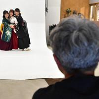 スタジオでの撮影が格安価格で楽しめる=佐賀市で2020年3月18日午後4時15分、池田美欧撮影