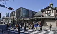 The new building of JR Harajuku Station, left, and the old building, right, are seen in Tokyo's Shibuya Ward on March 21, 2020. (Mainichi/Tatsuya Fujii)