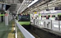 Trains are seen at a newly opened platform at JR Harajuku Station in Tokyo's Shibuya Ward on March 21, 2020. (Mainichi/Tatsuya Fujii)