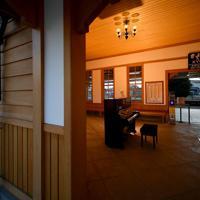 待合室に置かれたピアノ=奈良市で2020年2月27日、山田尚弘撮影