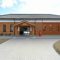 1898(明治31)年の開業当時の姿に復元されたJR京終駅の駅舎=奈良市で2020年2月27日、山田尚弘撮影