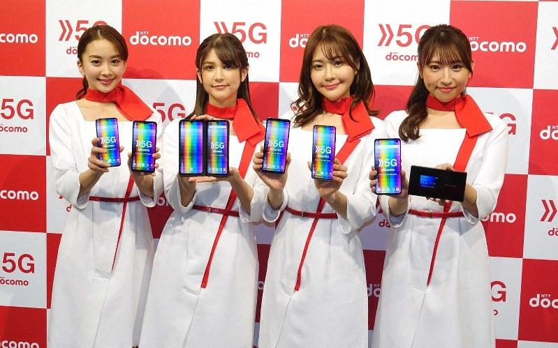ドコモは3月25日に5Gのサービスをスタート。スマホは写真の6機種に