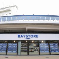 東京五輪の野球・ソフトボール決勝会場の横浜スタジアムリニューアルで、新設されたオフィシャルショップ「BAYSTORE PARK」=横浜市中区で2020年3月23日、宮武祐希撮影