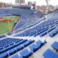 レフト側にウイング席を増設し、リニューアルを終えた東京オリンピックの野球・ソフトボール決勝会場の横浜スタジアム=横浜市中区で2020年3月23日、宮武祐希撮影