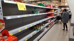 3月14日、ドイツの一部のスーパーでは、市民の買いだめで保存食品の棚が空になった=熊谷徹氏撮影