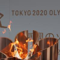 福島駅前で「復興の火」としての展示された東京オリンピックの聖火=福島市で2020年3月24日午後2時49分、和田大典撮影