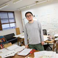 本紙書評面「今週の本棚」のデザイン・イラストを担当する寄藤文平さん=東京都港区で、佐々木順一撮影