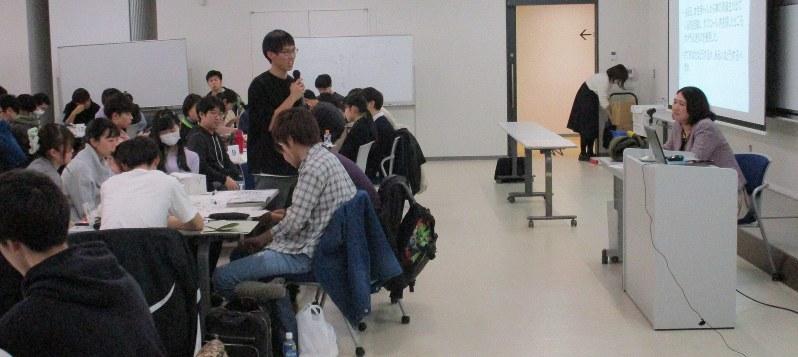 性暴力被害の深刻さ、支援の難しさについて学ぶ学生たち=札幌医科大学で2020年1月(堀本江美さん提供)
