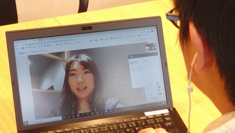 企業が学生と対面する「ウェブ面接」のイメージ=東京都港区で2020年2月20日、成田有佳撮影