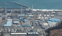 Tanks holding treated radioactively contaminated water are seen on the premises of the tsunami-ravaged Fukushima Daiichi Nuclear Power Station in Okuma, Fukushima Prefecture, in this file photo taken from a Mainichi Shimbun helicopter on March 3, 2017. (Mainichi/Yoshiya Goto)