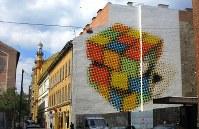 ルービックキューブの壁画。発明者はハンガリー人(写真は筆者撮影)