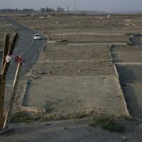 津波で壊滅的な被害を受けた閖上地区。1年を過ぎても更地がどこまでも広がる=宮城県名取市で2012年4月9日午後4時53分、宇多川はるか撮影