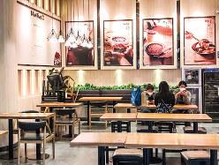 人気デザートチェーン店も人はまばら…… 尹健章氏撮影