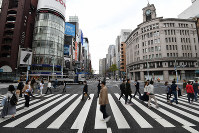 Fewer people and cars than usual are seen in the Ginza shopping district in Tokyo's Chuo Ward on March 28, 2020, after the metropolitan government called on residents to refrain from going outside over the weekend due to the spread of the new coronavirus. (Mainichi/Toshiki Miyama)