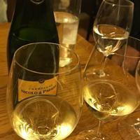 ダビさんが造ったシャンパン=パリで、久野華代撮影