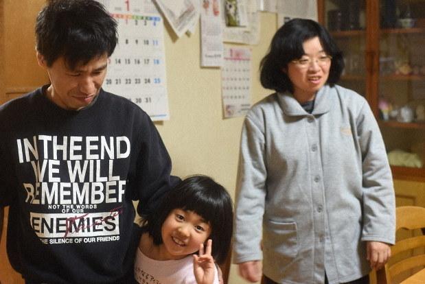 知的障害夫婦、施設で子育て 長女が来月、小学生に 富岡のグループ ...