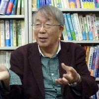 西村書店社長の西村正徳さん=東京都千代田区で