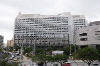 The Okinawa prefectural headquarters is seen in Naha in this March 1, 2019 file photo. (Mainichi/Takayasu Endo)
