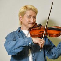 バイオリニストのNAOTOさん=大阪市北区で、木葉健二撮影