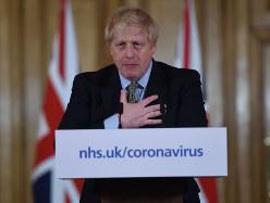 記者会見で新型コロナへの対応を説明するジョンソン首相。その後、自身の感染が明らかになった(Bloomberg)