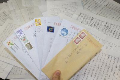 「女(男)の気持ち」係宛てには連日、多くの投稿が寄せられます=2020年3月24日午後2時54分、銅山智子撮影