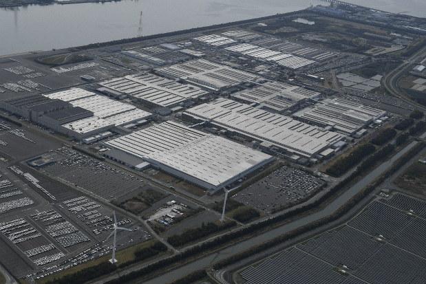 新型コロナウイルスの感染拡大で工場の稼働を停止したトヨタ自動車の田原工場=愛知県豊田市で2020年4月3日、本社ヘリから