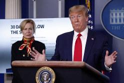 新型コロナウイルスへの対応について連日記者会見をするトランプ米大統領=ホワイトハウスで3月31日、AP