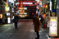 An entertainment quarter with hardly any people on the street is seen in the Kabukicho district of Tokyo's Shinjuku Ward shortly after 12 a.m. on April 2, 2020. Normally the area is filled with people until the time of the last train of the evening. (Mainichi/Buntaro Saito)