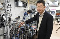 Professor Hidetoshi Katori is seen with an optical clock at the Faculty of Engineering at the University of Tokyo, in the capital's Bunkyo Ward, on April 3, 2020. (Mainichi/Suzuko Araki)