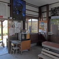 熊本地震から間もなく4年。南阿蘇鉄道長陽駅は今も不通区間だが、今も地域住民や観光客に親しまれている=熊本県南阿蘇村で2020年4月7日、津村豊和撮影