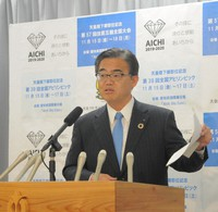 Aichi Gov. Hideaki Omura is seen speaking at a press conference in Nagoya's Naka Ward, in this file photo from Oct. 23, 2019. (Mainichi/Naoto Takeda)