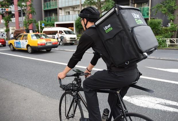 マスク配布や危険手当を」 UberEats配達員労組が申し入れ - 毎日新聞