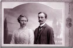 トランプ米大統領の祖父フリードリッヒ・トランプ氏(1869~1918年)と祖母のエリザベート氏(1880~1966年)。この写真は二人が結婚した1902年に撮影された=カルシュタット村提供
