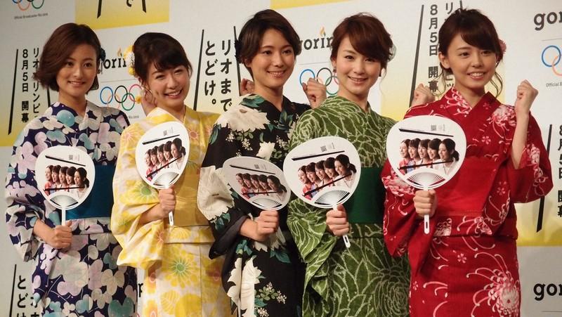 民放の女子アナは人気。写真は2016年のリオ五輪キャンペーン当時の民放キー5局のアナウンサー=東京都目黒区で2016年7月7日、須藤唯哉撮影